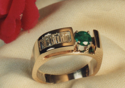0253 Emerald w Diamond Baguettes